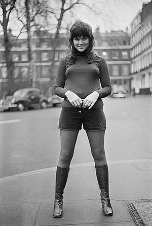 Linda Ronstadt in London, Jan. 1971. (Photo: P. Floyd/Daily Express/Getty Images)